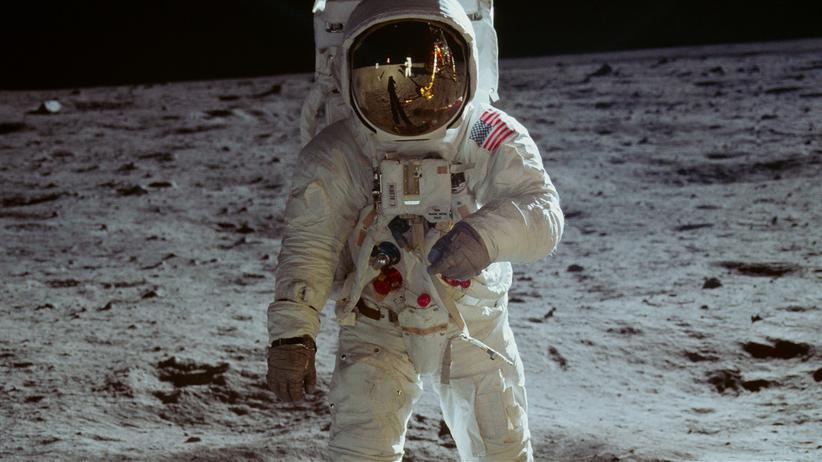 """""""Apollo 11"""": Es war ein weiter Weg bis dahin: Buzz Aldrin im Juli 1969 auf dem Mond, abgebildet von Neil Armstrong – eine Szene aus """"Apollo 11""""."""