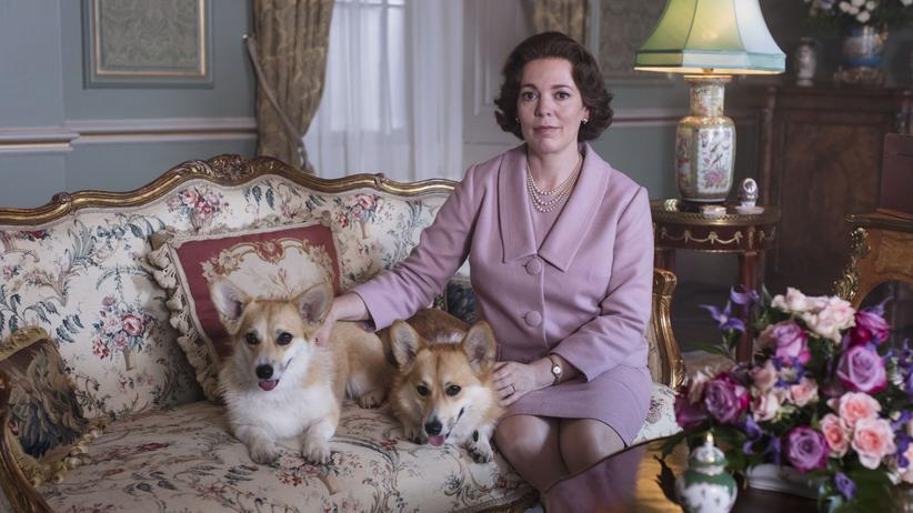 """The Crown"": Bei Königs auf dem Sofa: Olivia Colman als Queen in ""The Crown"""
