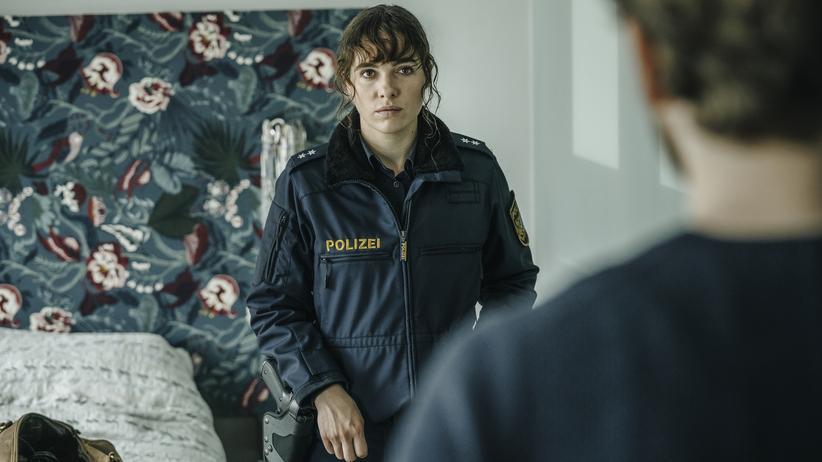"""""""Polizeiruf 110"""" München: Die Bessie (Verena Altenberger) und der Mann von der Börsenaufsicht (Wolf Danny Homann), der ausgerechnet Posse heißt"""
