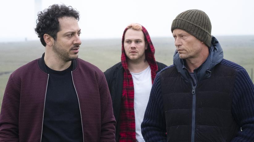 """Tatort"" Hamburg: Yalcin Gümer (Fahri Yardım, li.), Tom Nix (Ben Münchow, Mitte) und Nick Tschiller (Til Schweiger) im ""Tatort: Tschill Out"""