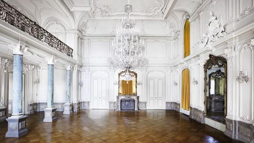 ZEIT-Museumsführer: Candida Höfer hat den prächtigen Spiegelsaal des Museums Morsbroich fotografiert.