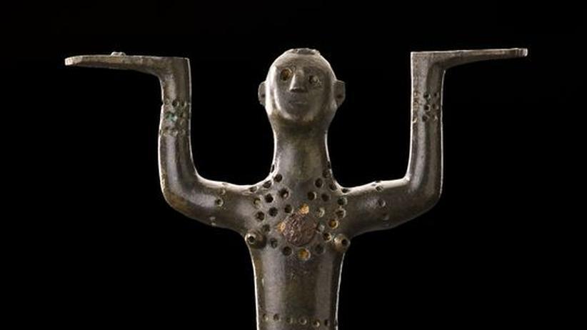 Der ZEIT-Museumsführer: Eine keltische Bronzefigur aus dem Fürstengrab Eberdingen-Hochdorf. Sie stammt aus dem 6. vorchristlichen Jahrhundert