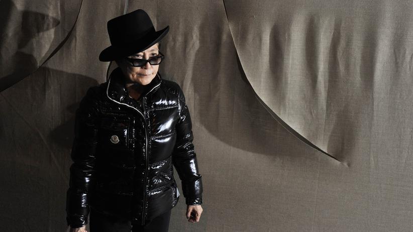 Ausstellung: Yoko Ono will die Berliner zum Lachen bringen