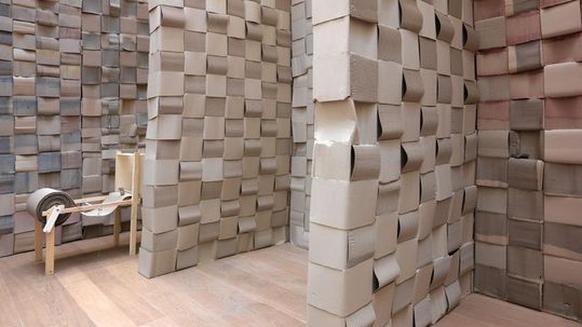 """Art Cologne: Michael Beutler: """"Elefant und Schwein im 3-D-Wandteppichstall"""", 2010"""
