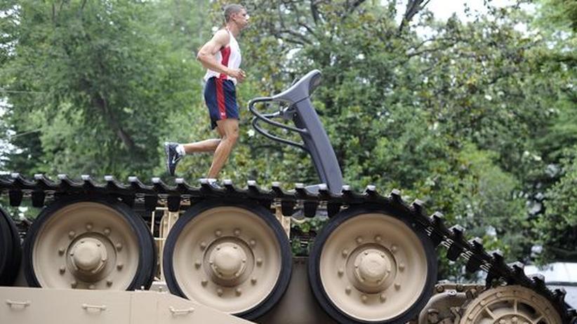 Die Panzer-Installation von Jennifer Allora und Guillermo Calzadilla wird von wechselnden Sportlern angetrieben.