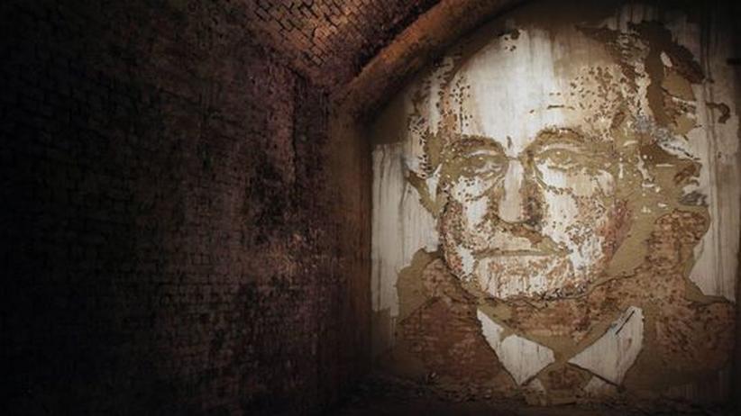 "Sprengkünstler Vhils: Vhils' Werk ""Hell's Half Acre"" im Old Vic Tunnel in London im Oktober 2010"