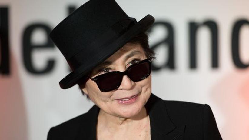 Kunst: Yoko Ono während einer Veranstaltung zum Schutz der Menschenrechte in Berlin im Dezember 2012.