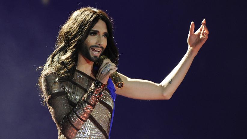 Transgender in den Medien: Conchita Wurst singt während des 22. Life Balls in Wien.