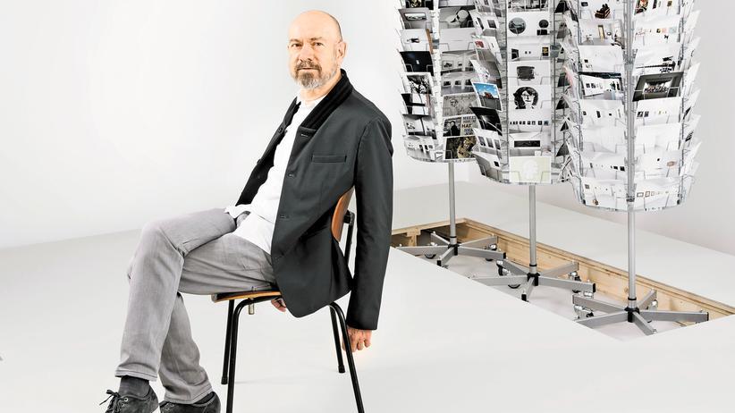Galerist Jörg Johnen: Jörg Johnen in der Ausstellung von Karin Sander