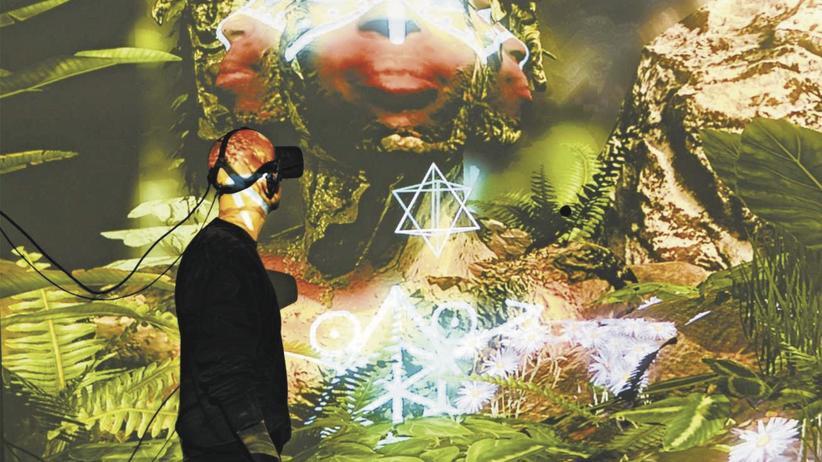 """Virtuelle Realität: Noch ein Mensch oder schon ein Fisch? """"Porträt von Elizabeth Mputu"""" von Alfredo Salazar-Caro"""