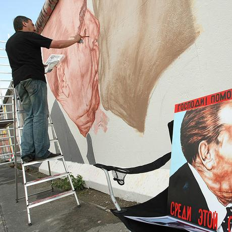 East Side Gallery: Den Bildermüll zur Kunst erheben
