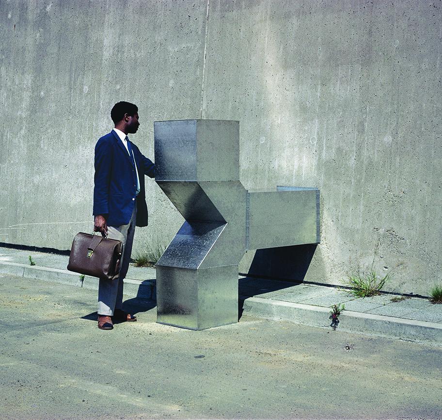 """Auch Mehdi Chouakri zieht es nach Charlottenburg, er zeigt Charlotte Posenenske (""""Vierkantrohre Serie D"""", 1967)"""