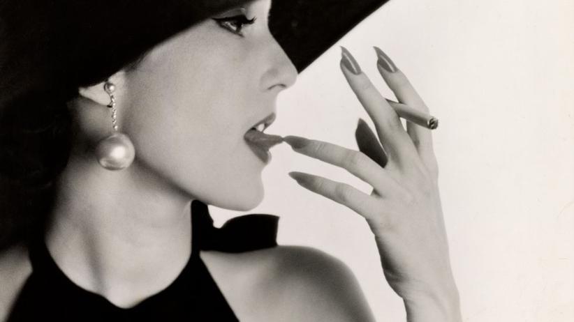 Irving Penn: Mary Jane Russell mit Tabak auf der Zunge, New York, 1951