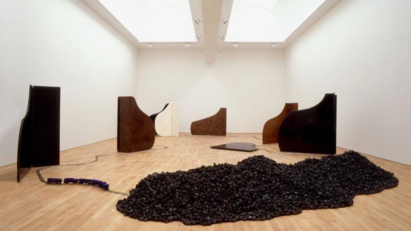 """Ausstellung """"Kunst und Kohle"""": David Hammons: """"Chasing the Blue Train"""", 1989–1991, S.M.A.K., Gent"""