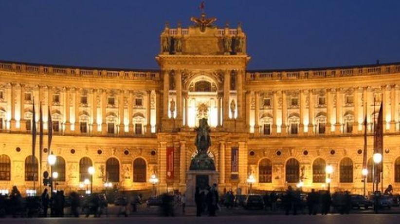 Essays von Gerhard Roth: Wien, wie man es kennt: die Hofburg