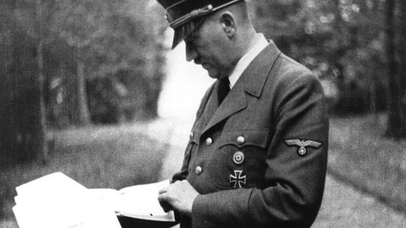 Adolf Hitler: Mai 1940: Adolf Hitler in seinem Hauptquartier in Bruly de Peche, Belgien