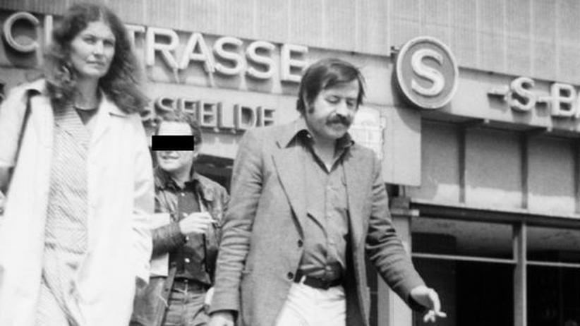 Günter Grass: Observationsfoto von Ute und Günter Grass beim Besuch Ost-Berlins, Bahnhof Friedrichstraße am 3. Februar 1978
