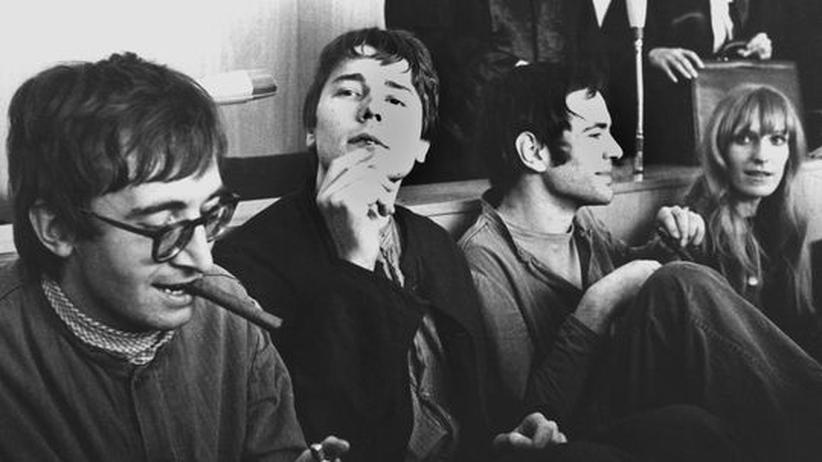 RAF: Thorwald Proll, Horst Söhnlein, Andreas Baader und Gudrun Ensslin vor der Urteilsverkündung wegen Brandstiftung (1968)