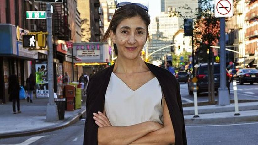 """Ingrid Betancourt: Ingrid Betancourt in den Strassen von New York im September 2010, kurz vor dem Erscheinen ihres Buches """"Kein Schweigen, das nicht endet"""""""