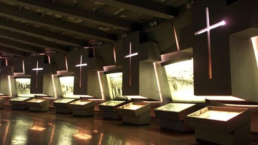 Massenmord-Studie: Die Gedenkstätte an den Völkermord an den Armeniern, Jerevan 2001