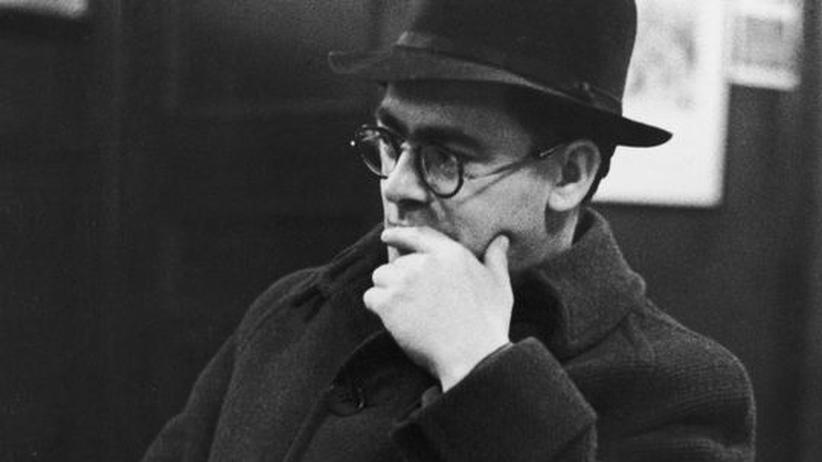 Flann O'Brien: Der irische Schriftsteller und Kolumnist Flann O'Brien 1942 in der Palace Bar in Dublin