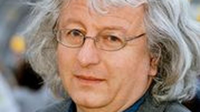 "Péter Esterházy: ""Ein Intellektueller kann sich beim Fußball sehr falsch benehmen"""