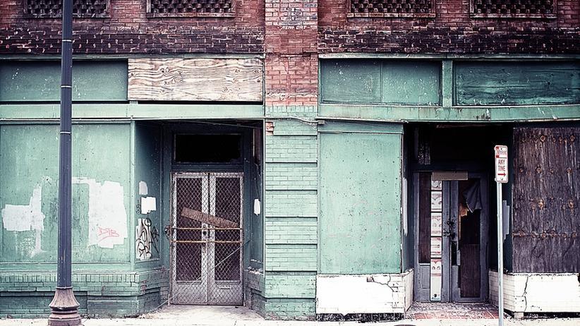Kriminalroman: Rätsel in einer verwüsteten Stadt