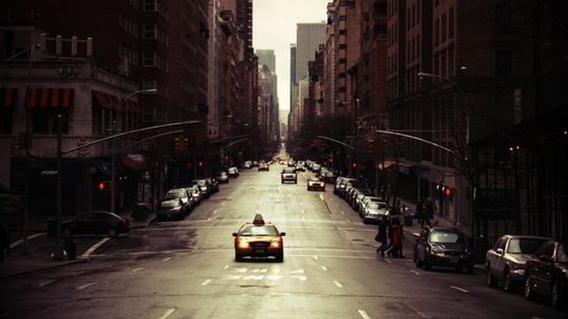 """Roman """"Open City"""": Eine Straßenszene aus New York"""