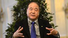 Der Literaturnobelpreisträger Mo Yan stellt sich in Stockholm der Presse.