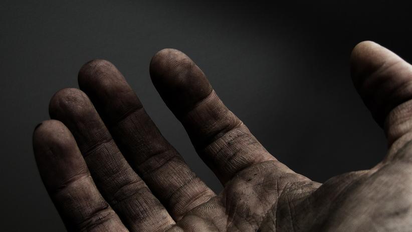 Schmutzige Hand eines Arbeiters