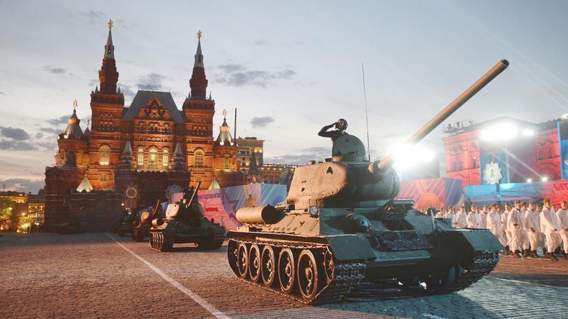Ein Panzer in Moskau während der Feier des 70. Jahrestags des Sieges über Nazi-Deutschland