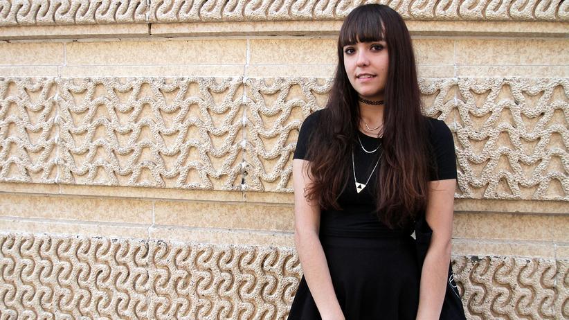 Mira Gonzalez: Die junge Frau ist traurig