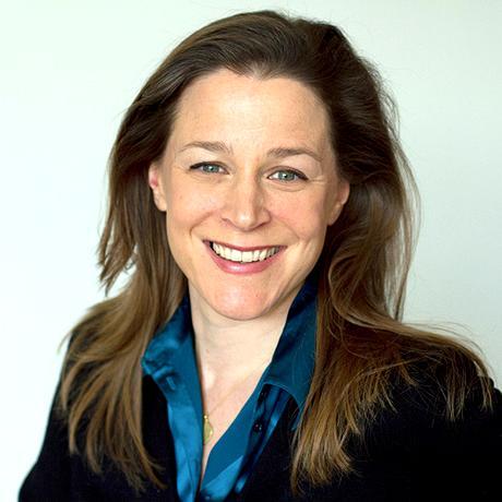 """Positives Denken: Annika Reich, 1973 geboren, ist Schriftstellerin und Aktivistin. Ihre Romane und Kinderbücher erscheinen im Hanser Verlag. Seit 2015 ist sie Künstlerische Leiterin von """"Wir machen das"""" und """"Weiter schreiben"""". Sie ist Mitglied der Redaktion von """"10 nach 8""""."""