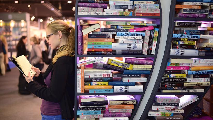 Deutscher Buchpreis: Eine Besucherin der Frankfurter Buchmesse 2015