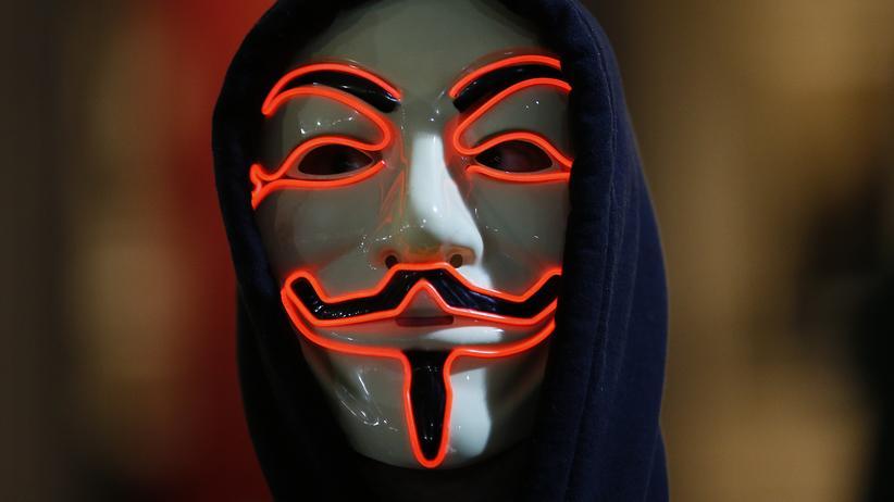 """""""In Shitgewittern"""": Die Guy-Fawkes-Maske, hier bei einem Protest in London, ist zum Symbol anonymer Mobilisierung geworden."""