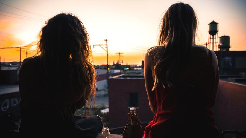 Kristina Pfister : Kristina Pfister erzählt in ihrem Roman über die Krise zwischen Pubertät und Midlife-Crisis.