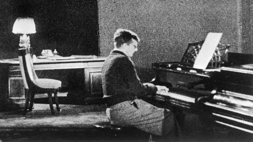 """Julian Barnes: Dimitri Schostakowitsch 1941 während der Arbeit an seiner """"Sinfonie Nr. 7"""""""