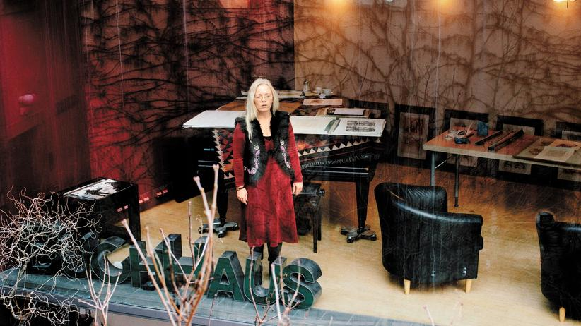 Susanne Dagen: Susanne Dagen in ihrem Buchhaus in Dresden-Loschwitz