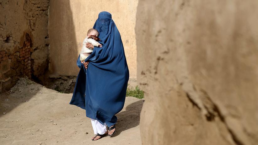 Autonomie: Eine Burka tragende Frau in Afghanistan