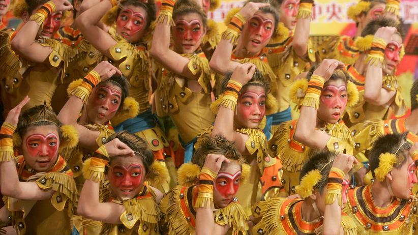 """""""Die Reise in den Westen"""": Studenten einer Opernschule in China während einer Aufführung zum Affenkönig, der Hauptfigur aus """"Die Reise in den Westen"""""""