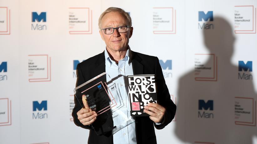 David Grossman: Mit Preis und prämiertem Buch: Der Autor David Grossman nach seiner Auszeichnung mit dem Internationalen Man Booker Preis
