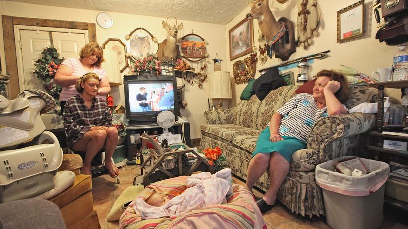 J. D. Vance: Eine Familie in Owsley County in den Appalachen, wo 41.5 % der Bevölkerung unter der Armutsgrenze leben.
