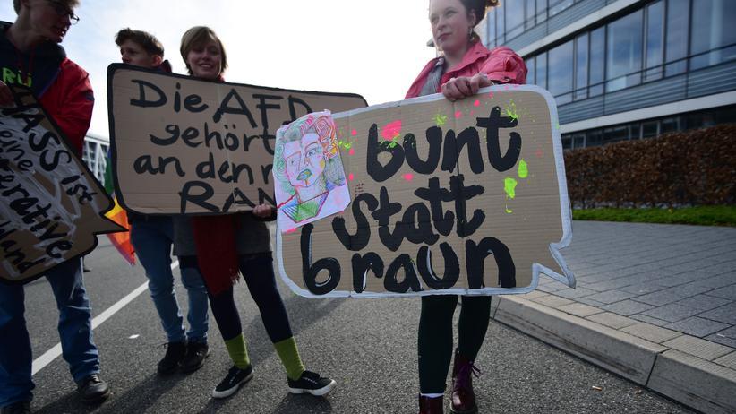 Jugendromane: Demonstration gegen die AfD