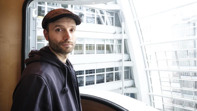 """Marc-Uwe Kling wurde mit den """"Kängeru-Chroniken"""" zum Erfolgsautor. Jetzt ist sein dystopischer Roman """"QualityLand"""" erschienen."""