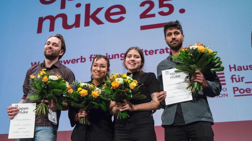 Open Mike: Die Gewinner des diesjährigen Open Mike sind Mariusz Hoffmann, Ronya Othmann, Baba Lussi und Ralph Tharayil (v. l. n. r.).