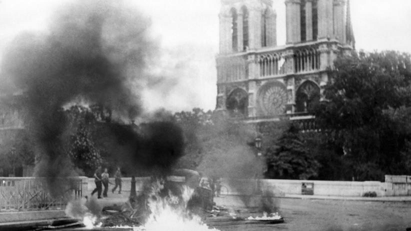 """""""Als die Zeit stillstand"""": Im April 1944 kam es in Frankreich zu umfassenden Aufständen gegen die deutsche Besatzung – wie etwa vor der Pariser Kathedrale Notre-Dame."""
