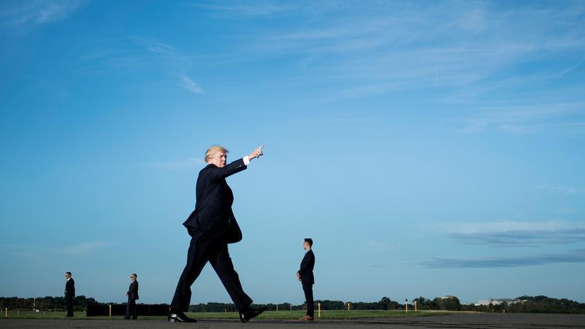 Populismus: Ein Populist im Staatsdienst: US-Präsident Donald Trump im September an einem Flughafen in New Jersey.