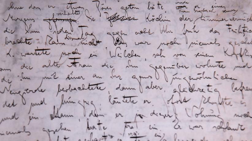 """Versteigerung: Erste Seite des Originalmanuskripts von Frank Kafkas """"Der Prozess"""", gezeigt während einer Ausstellung im Martin-Gropius-Bau in Berlin, Juni 2017."""