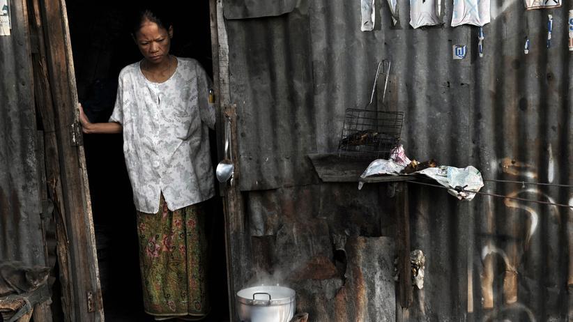 William T. Vollmann: Eine Frau in einer Barackensiedlung in Bangkok