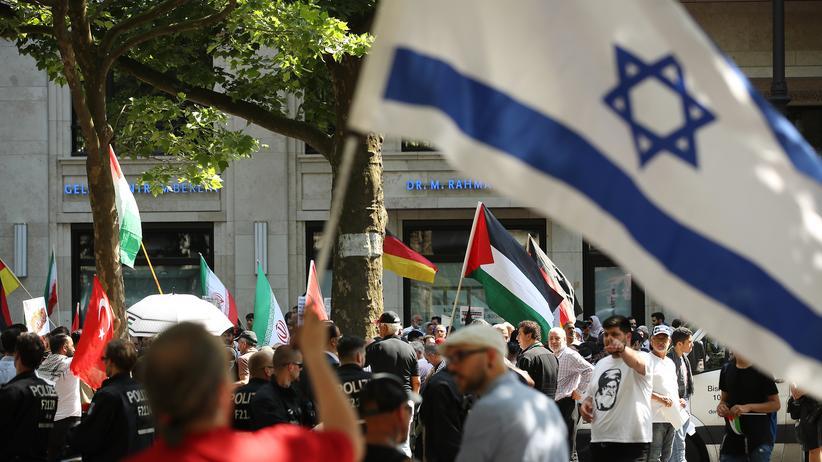 """""""Der gute Deutsche"""": Proteste gegen Zionismus und die Besetzung der Palästinensergebiete durch Israel in Berlin am Al-Kuds-Tag,  9. Juni 2018"""